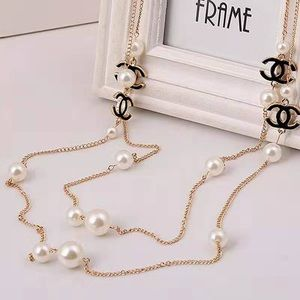 Pearl luxury necklace with black pendants